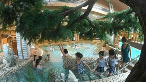 평안남도 양덕군 양덕온천문화휴양지가 운영을 시작했다고 조선중앙통신이 지난 14일 보도했다.