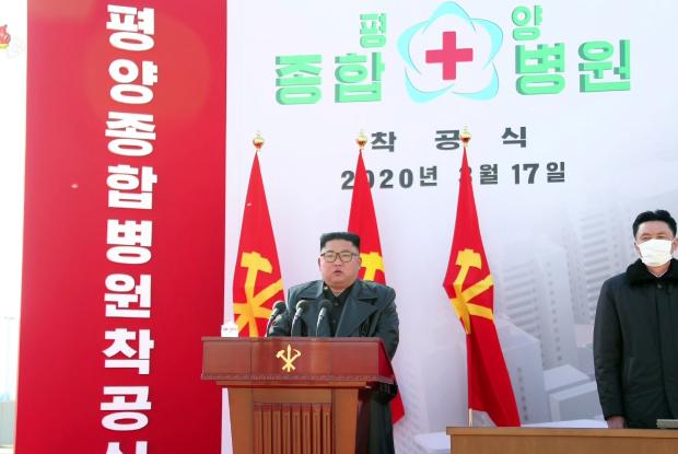 김정은 북한 국무위원장이 지난 17일 평양종합병원 착공식에 참석했다고 조선중앙TV가 18일 보도했다.