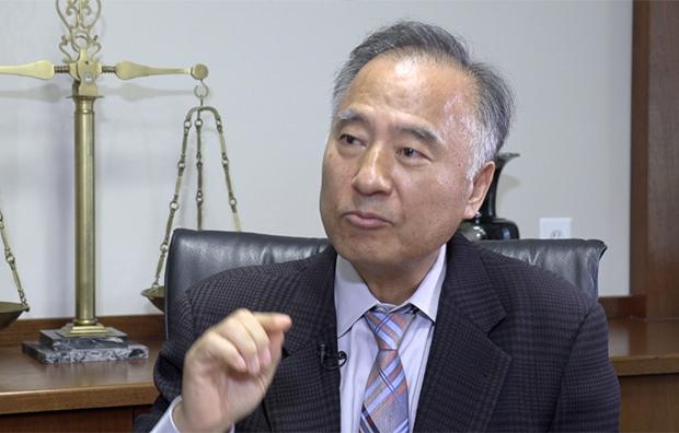 자유아시아방송과 회견하고 있는 전종준 변호사.