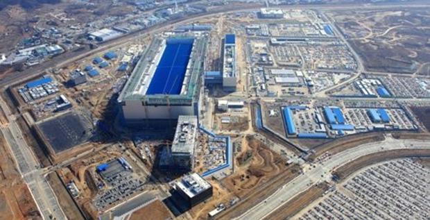 경기도 평택시 고덕산업단지에 있는 세계최대 규모의 삼성전자 반도체 단지.
