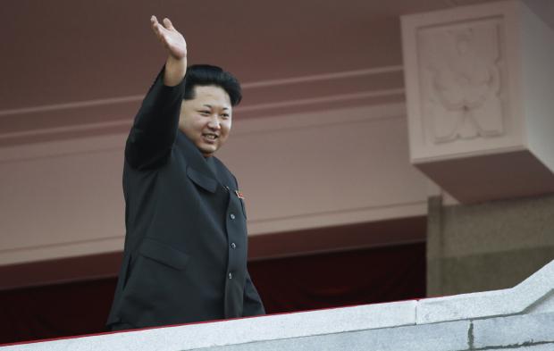 사진은 2015년 10월 평양에서 열린 열병식에서 손을 흔드는 김정은 북한 국무위원장.
