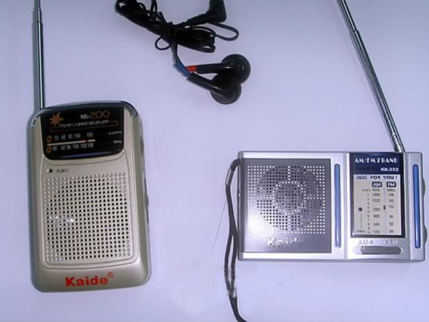 탈북자단체인 자유북한운동연합이 전단 살포용 풍선에 넣기 위해 중국에서 구입한 휴대용 라디오.